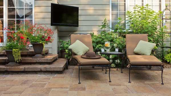 Terrasse-terrassenplatten-gartengestaltung Doit-tv C-istock-comTimAbramowitz